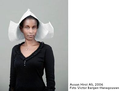 Portret Ayaan te zien in Toronto