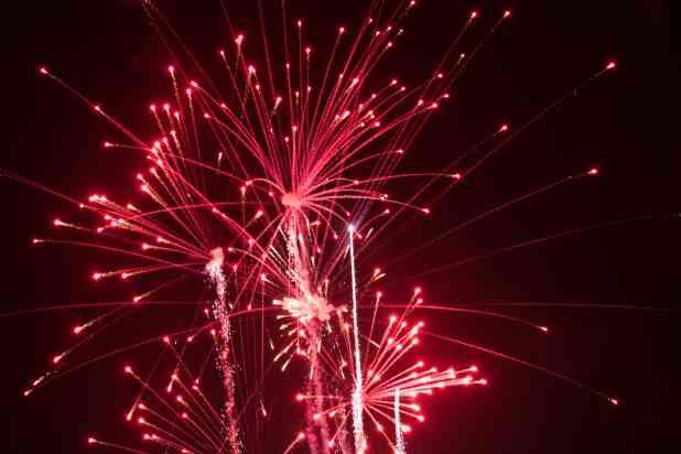 fireworks taken with sigma 105mm f2.8 handheld at night