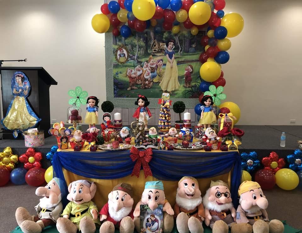 Snow White Birthday Lyndsey S Snow White Birthday Party Catch My Party