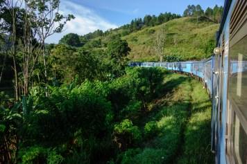 Zugfahrt durch die wilden Berge