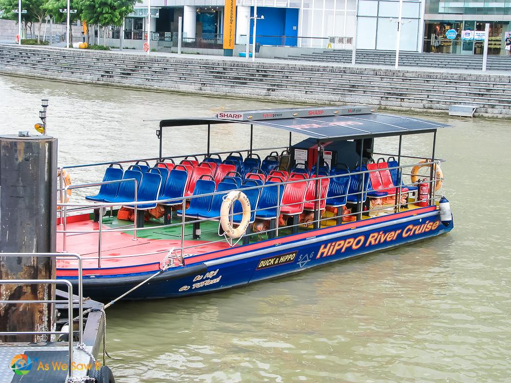 Singapore river cruise boat