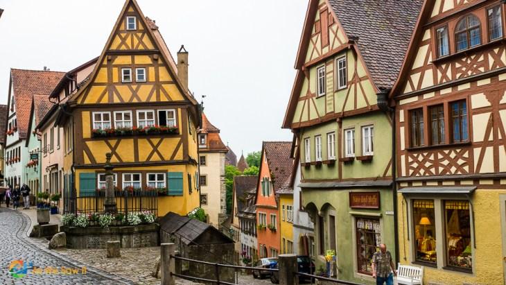 Closer rendition of the Kobolzeller Steige and Spitalgasse street conjunction in Rothenburg, Germany.