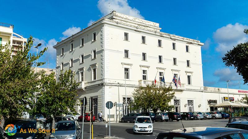 white stone facade of Hotel de la Ville