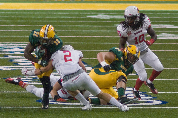 NDSU RB #22 King Frazier runs for 6 yards to the Illinois State 31, First Down Bison. Tackle by SS #2 Alec Kocour. Fourth and 1 at the Illinois State 37 with 7 minutes left in the First Quarter. CB #10 Davontae Harris over DT #99 Nate Tanguay.
