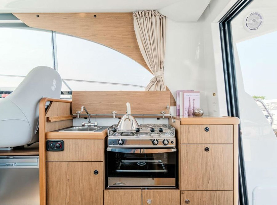 Beneteau Antares 30 Fly Motor Yachts For Charter In Croatia