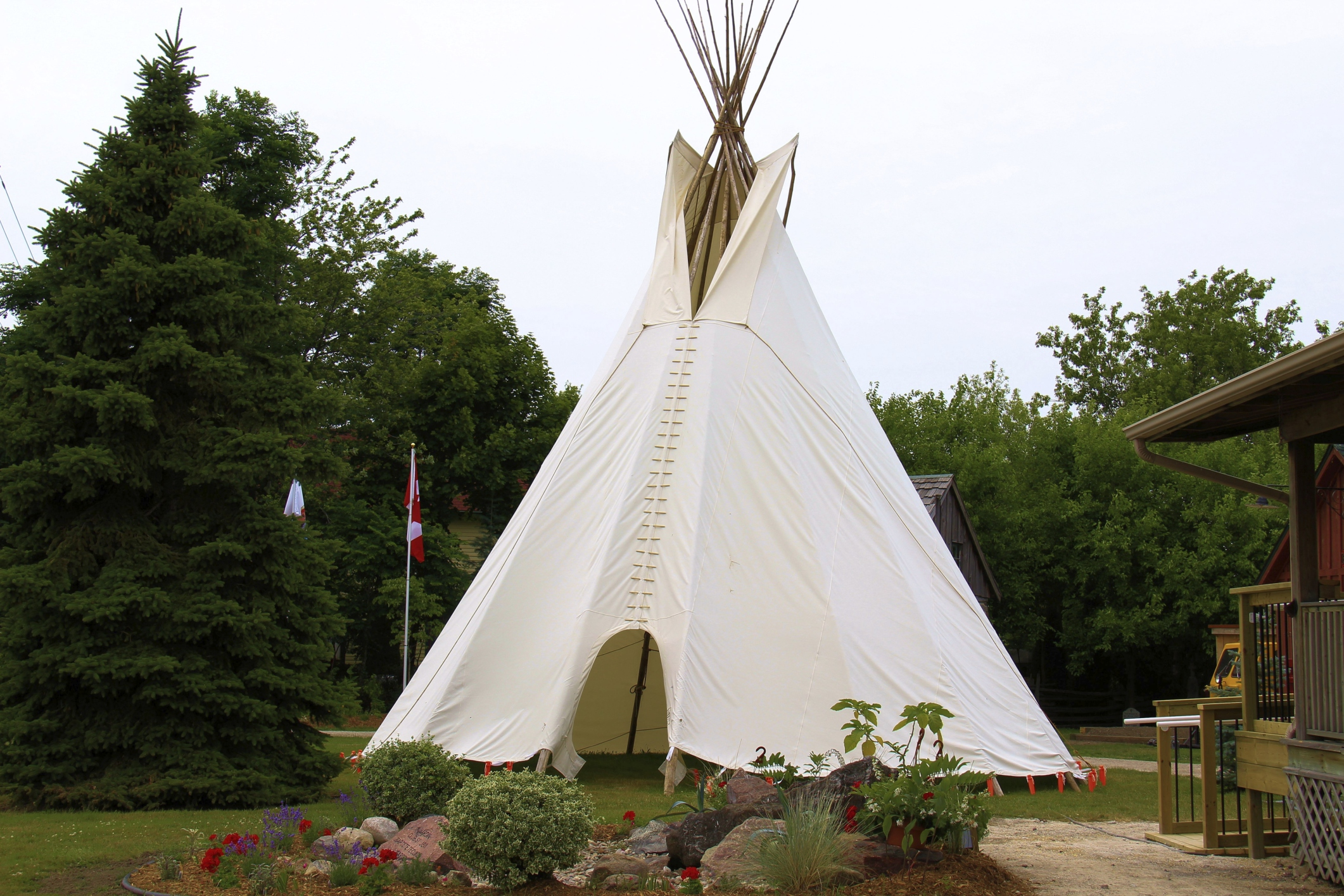 Which Native Americans Lived In Tipis