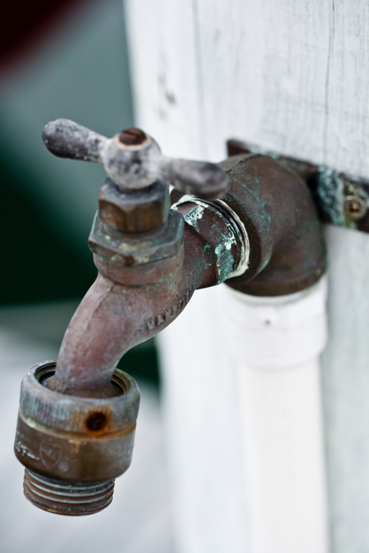 https homeguides sfgate com repair faucet exterior house 20810 html