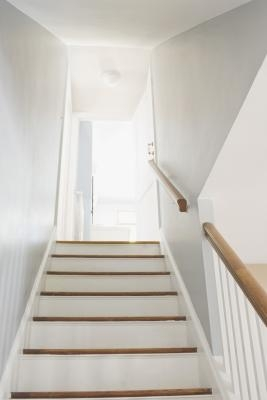 How To Paint White Stair Risers Home Guides Sf Gate | Dark Stained Stairs With White Risers | Restain | Tread | 2 Colour | Staining | Glossed