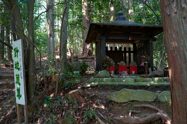 A shrine along the way towards Takahara.