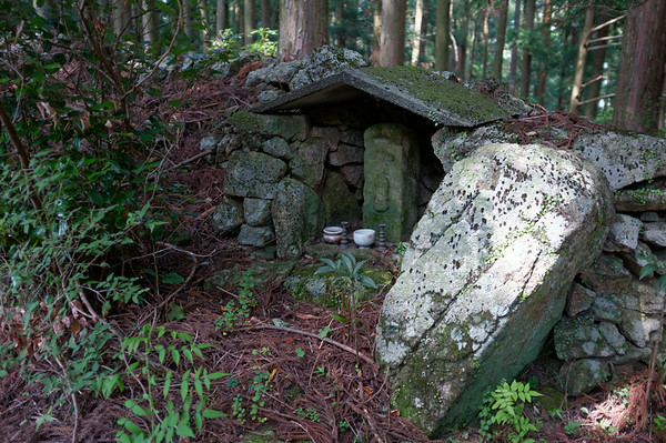 Passing by a shrine along the stone path towards Nachi-san
