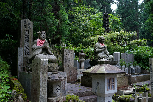 Many beautiful statues in Okuno-in.