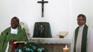 Fr Emmanuel concélèbre avec le Père Gérald