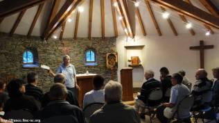 Sr Marie présente le déroulement du partage de la Parole (Lectio divina)