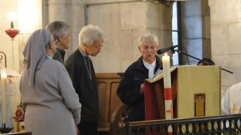 Envoi en mission des Soeurs par Sr Anne, Prieure Générale.
