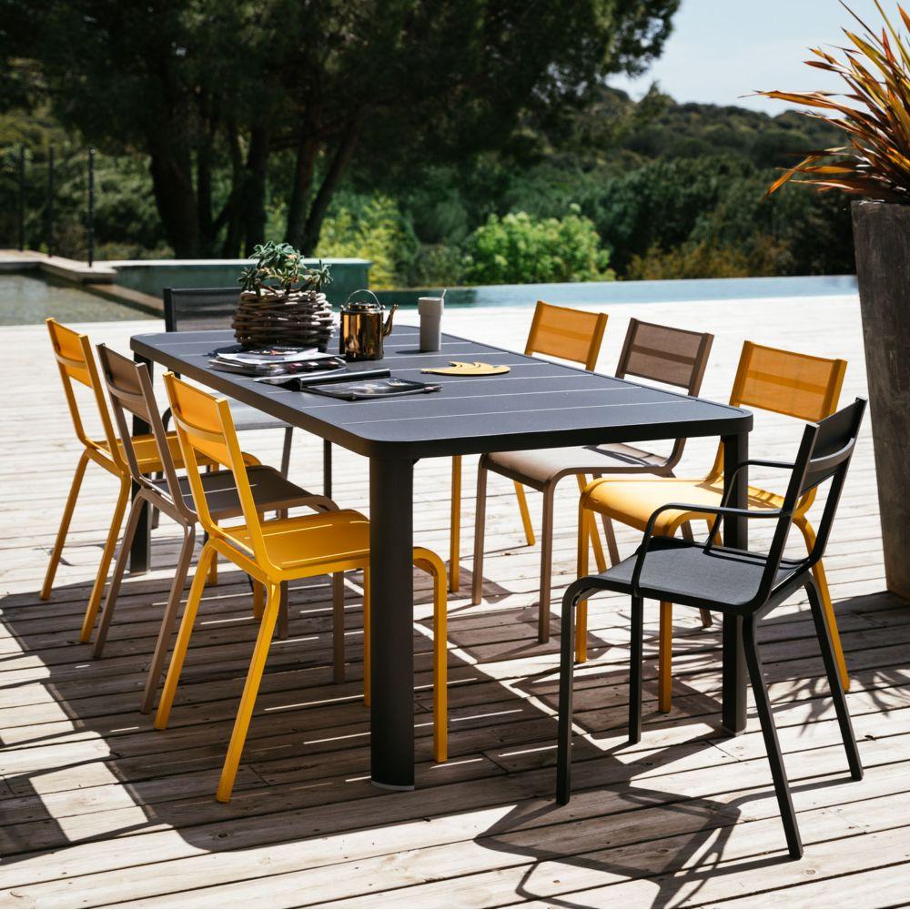 table de jardin fermob avec 2 allonges oleron carbone 12 pers