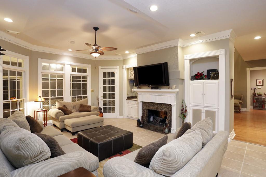 1606 Chestnut Grove Lane, Kingwood, TX 77345