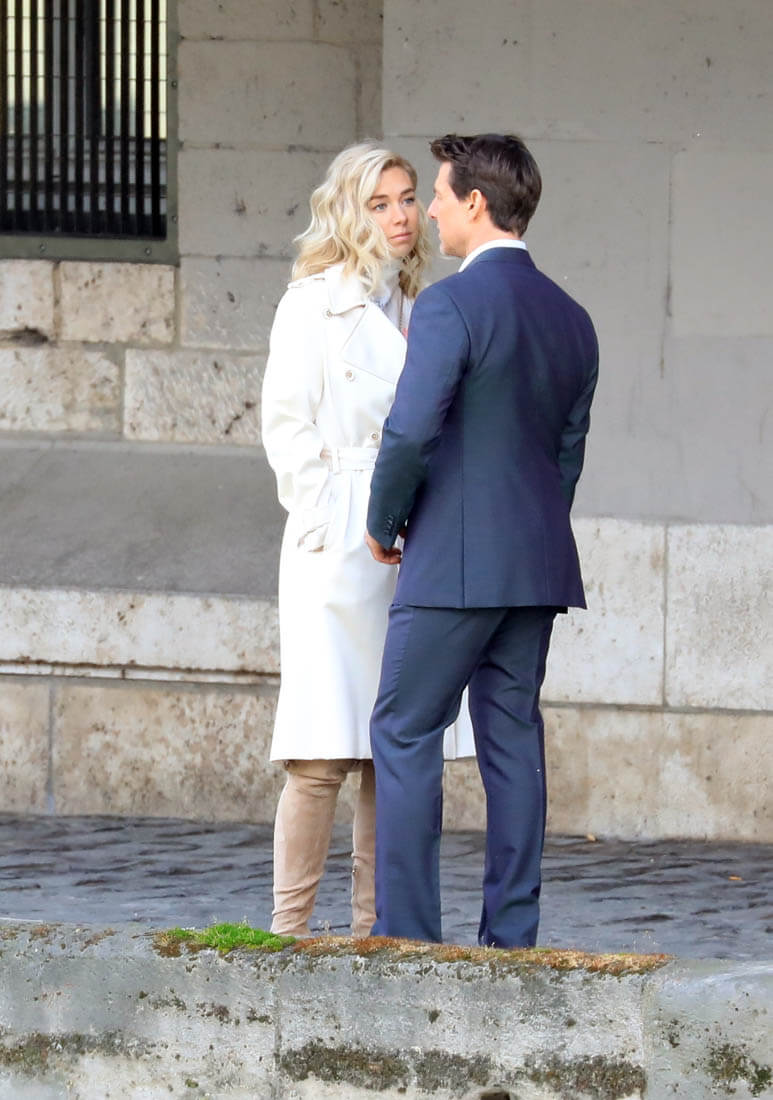Tom Cruise Kisses Co Star Vanessa Kirby On Mission
