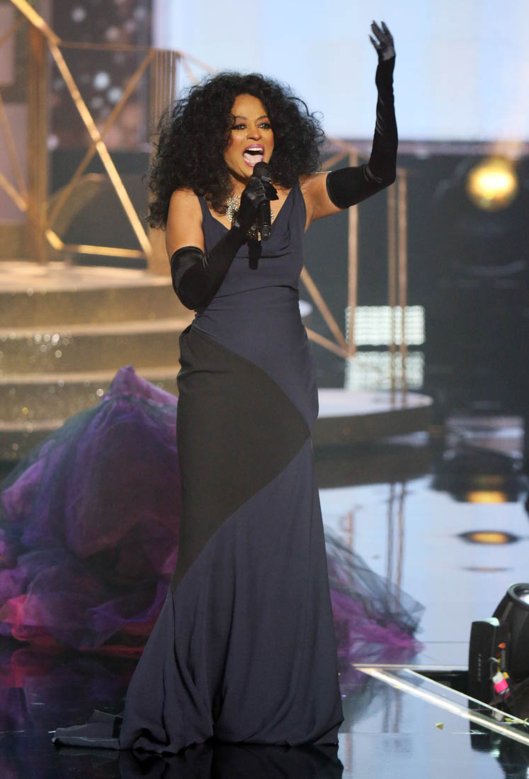 Tracee Ellis Ross Hosts American Music Awards Where Mother