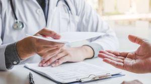 Vaccination : cette note qui décharge les médecins de toute responsabilité pénale au nom de l'urgence