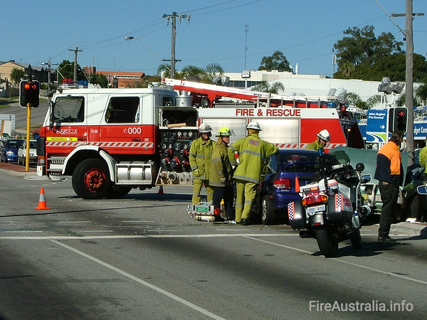 WA FRS KensingtonKensington's Heavy Pump at a multiple vehicle accident in Vic Park