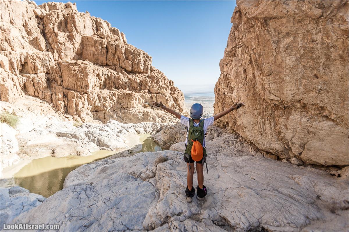 Нахаль Кумран - спуск по верёвкам   LookAtIsrael.com - Фото путешествия по Израилю