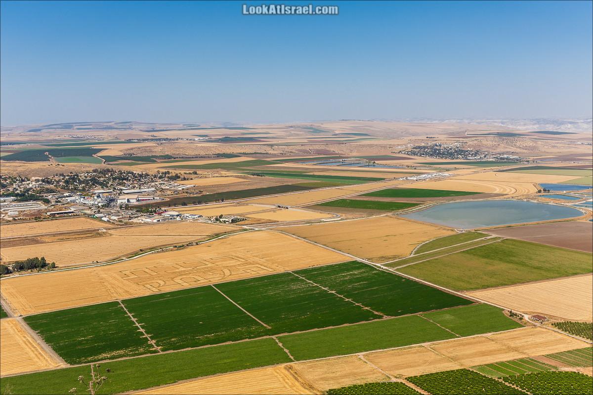 Рисунки на полях в Долине Родников | LookAtIsrael.com - Фото путешествия по Израилю