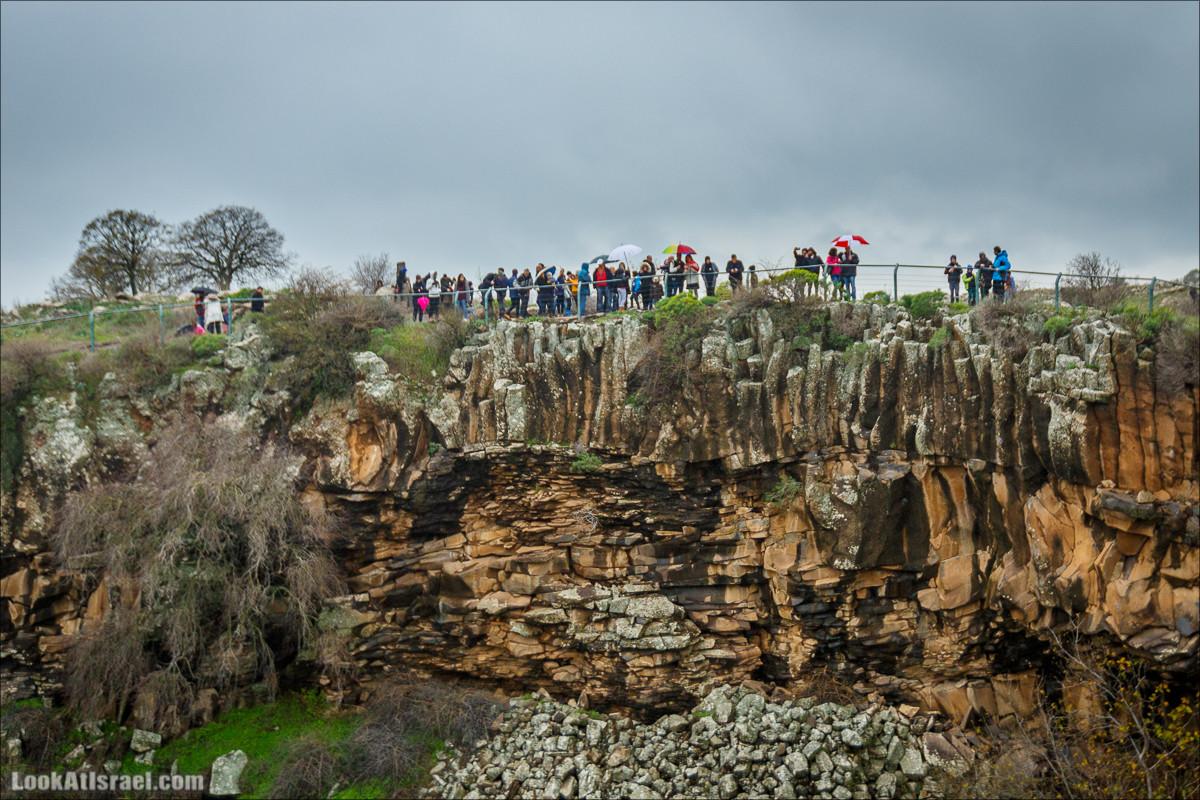 Стена шестиугольников у водопада Аит, Голанские высоты - водопады и исторические места | LookAtIsrael.com - Фото путешествия по Израилю