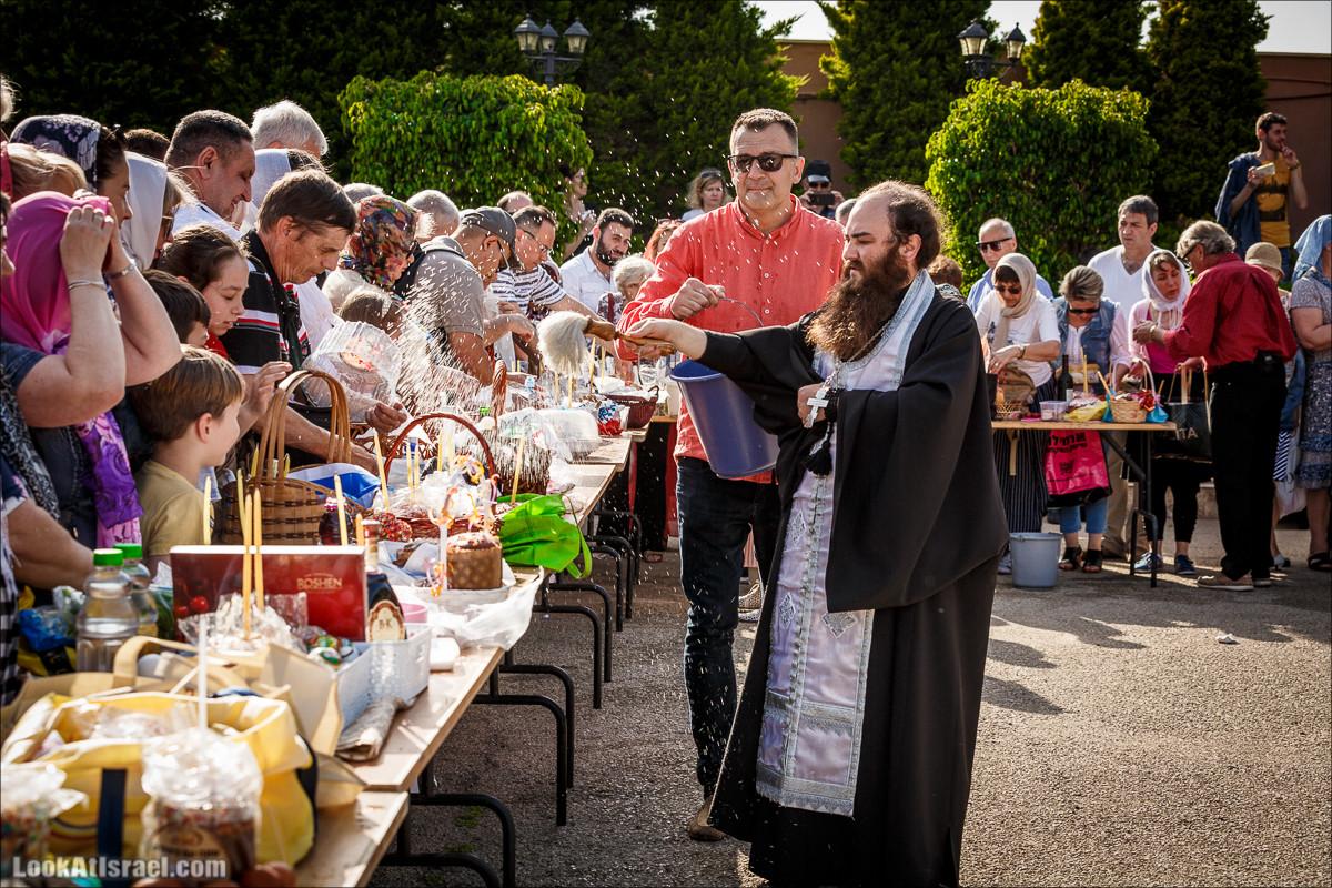 Пасхальное освящение куличей в церкви Тавифы в Яффо | LookAtIsrael.com - Фото путешествия по Израилю