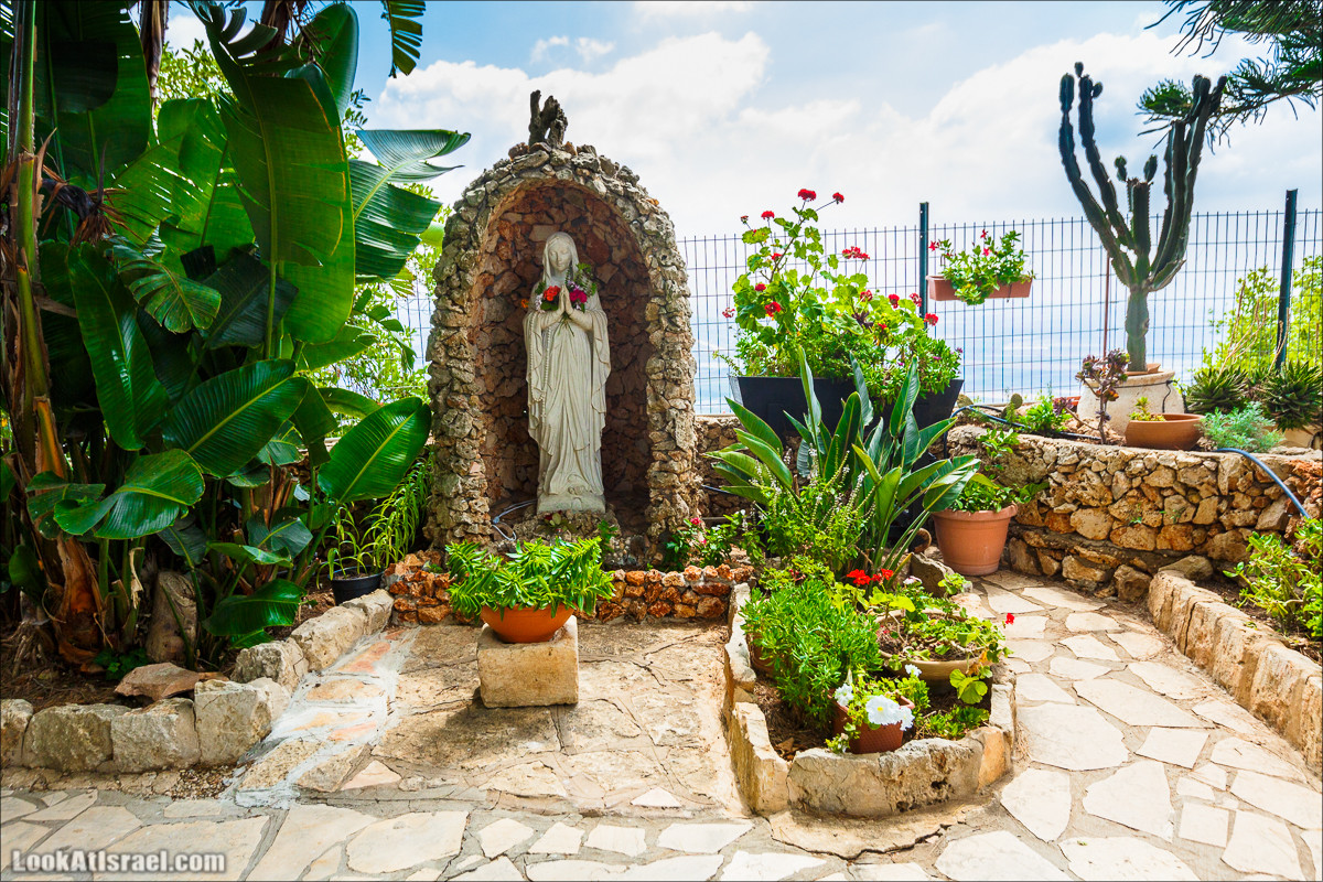 Монастырь Мухрака на склонах горы Кармель, LookAtIsrael.com - Фото путешествия по Израилю