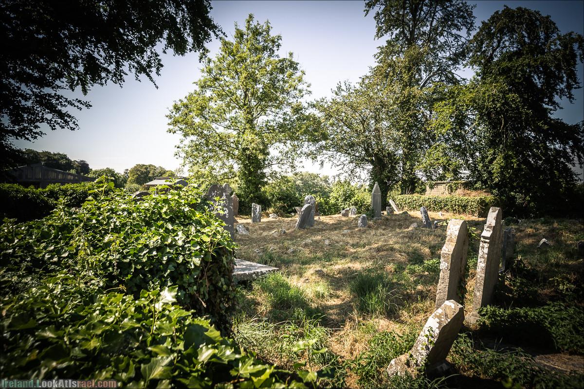 Могила Долорес О Риордан в Кахерелли (Caherelly Graveyard) - LookAtIsrael.com путешествует по Ирландии