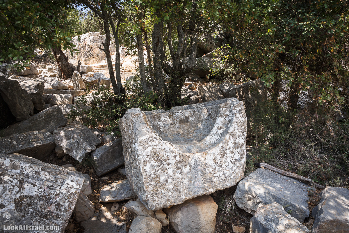 От Хермона к Неве Атив - гора Кахаль, Снаим, итурейский храм и пещеры свинцовой руды LookAtIsrael.com - Фото путешествия по Израилю