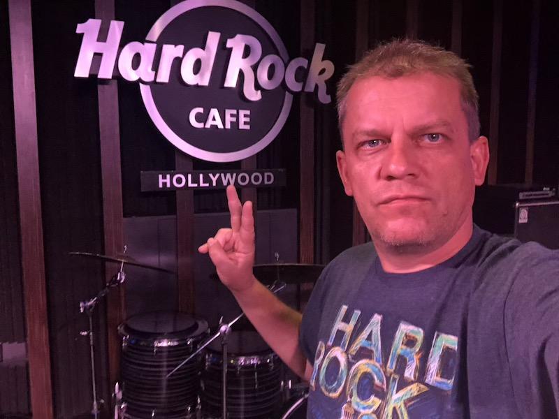Hard Rock Cafe Hollywood | LookAtIsrael.com - Фото путешествия по Израилю