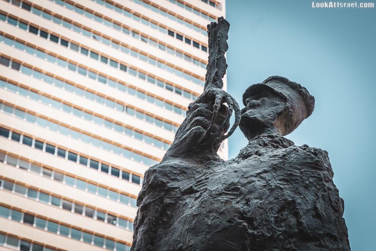 Монумент «Дань капитану Дрейфусу» в Тель-Авиве   LookAtIsrael.com - Фото путешествия по Израилю