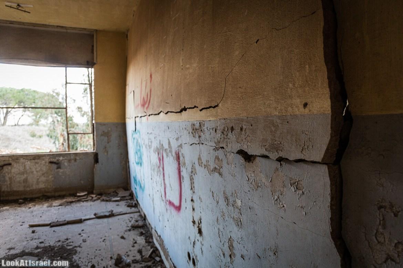 Эли Коэн помещал это здание сирийского командования на Голанских высотах | LookAtIsrael.com - Фото путешествия по Израилю