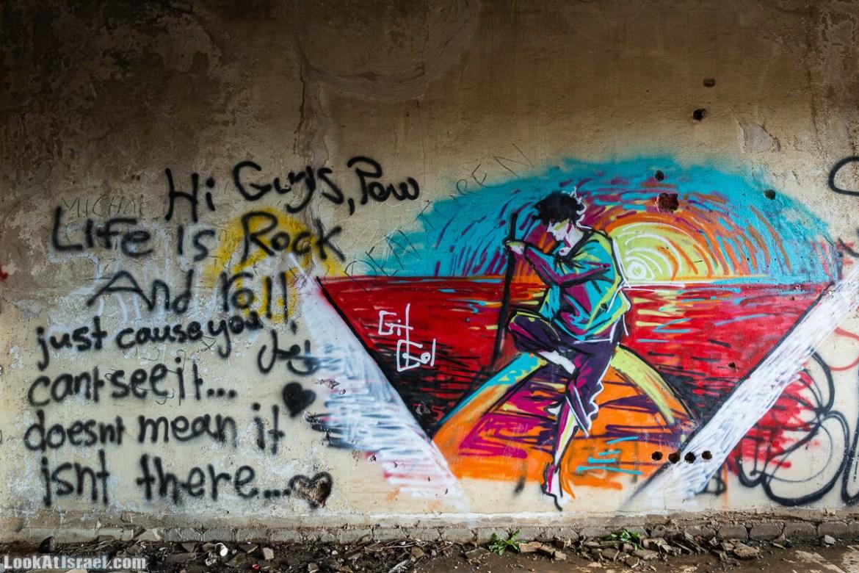 Граффити в заброшенном здании сирийского командования на Голанских высотах   LookAtIsrael.com - Увидеть Израиль - Фото путешествия