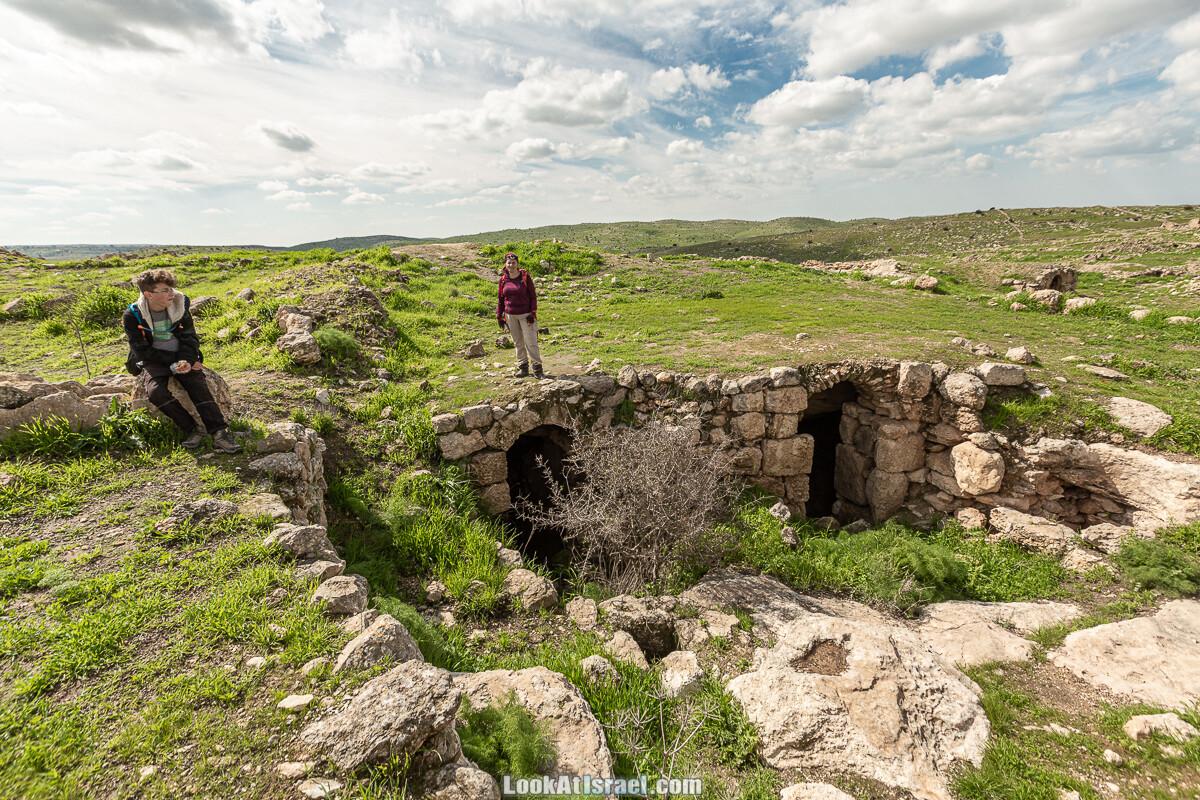 Затерянный город Умм а-Шекеф в округе Лахиш (אום א-שקף)   LookAtIsrael.com - Фото путешествия по Израилю