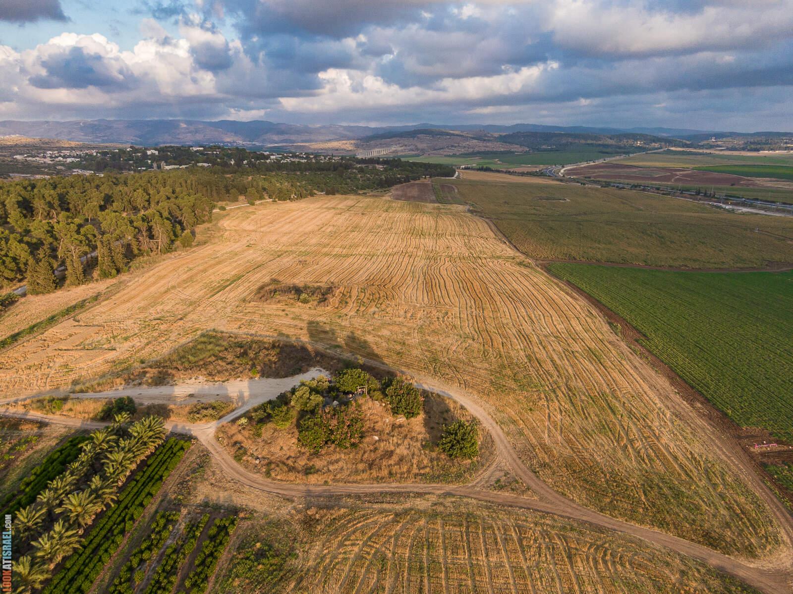Красивое и романтичное место в долине Аялон, Моше Шая | אתר לזכר משה שעיה  |  LookAtIsrael.com - Фото путешествия по Израилю