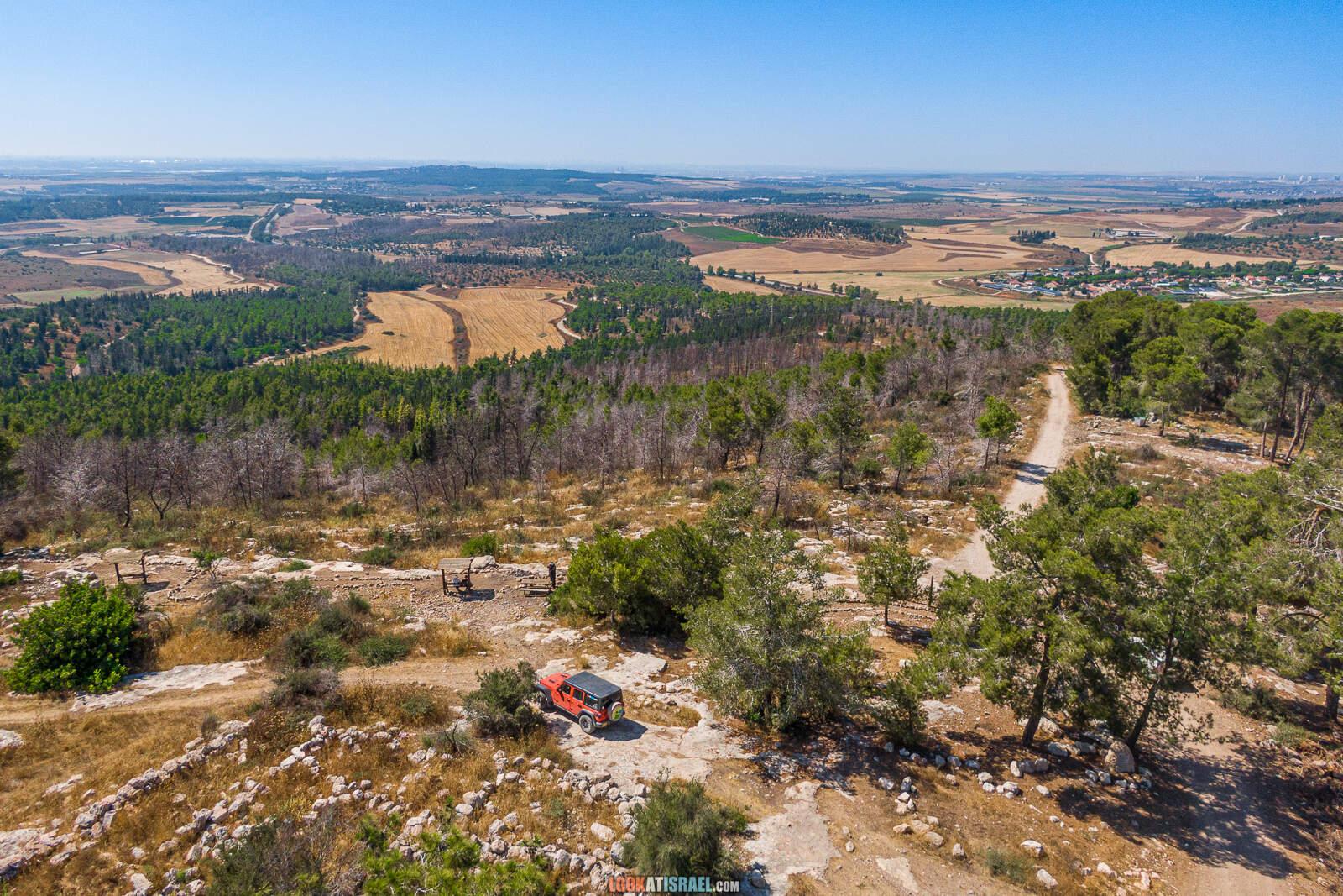 Смотровая площадка на вершине горы Тнуфа