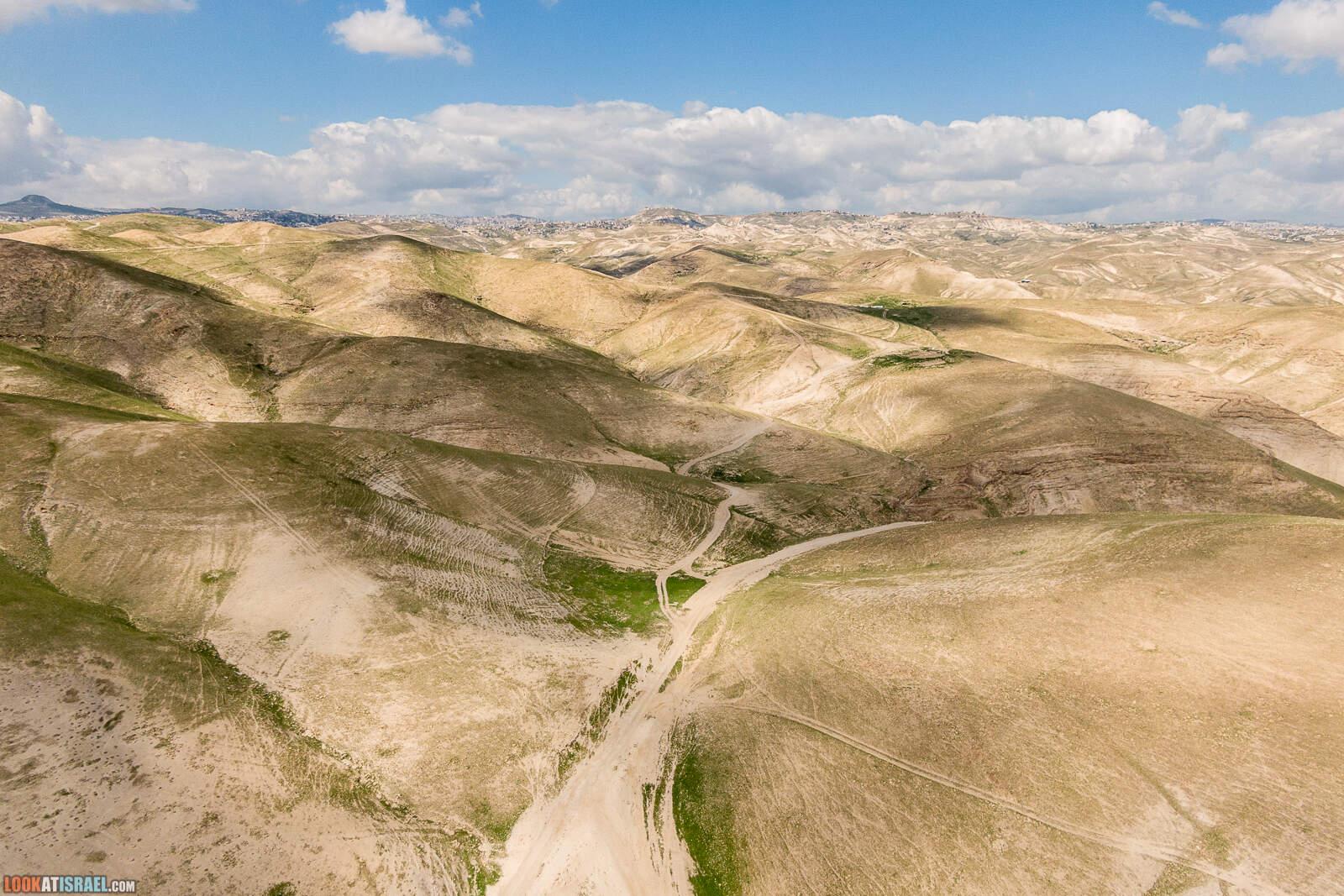 Колодцы (борот) Узиягу в Иудейской пустыне | Uzziah cisterns | מאגורת העמודים בור עוזיהו | LookAtIsrael.com - Фото путешествия по Израилю