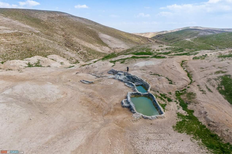 Колодцы (борот) Узиягу в Иудейской пустыне   Uzziah cisterns   מאגורת העמודים בור עוזיהו
