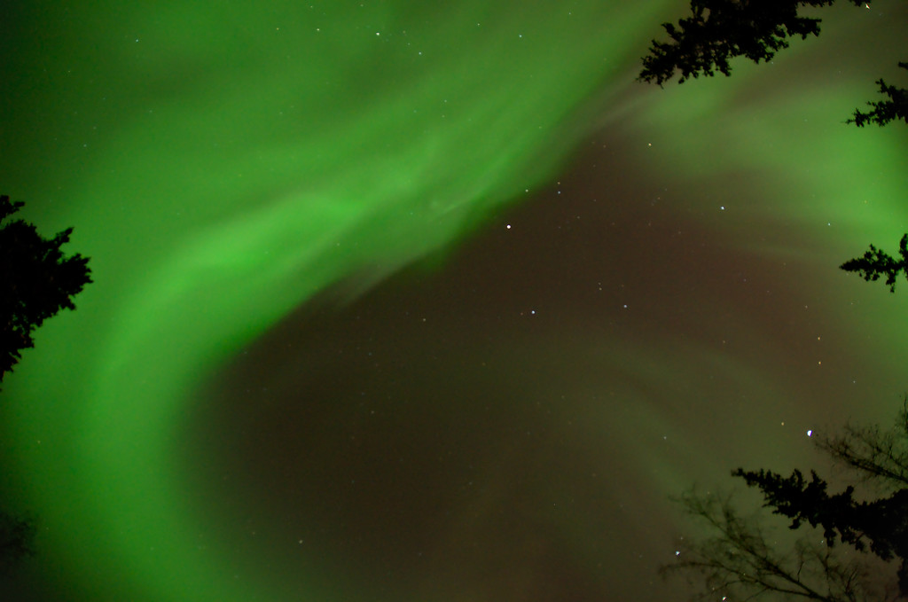 The diffuse aurora coalesced into a few strong bands again