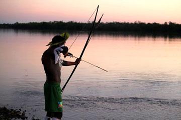 Pesca tradicional en el Río Xingú. Foto cortesía de Amazon Watch.