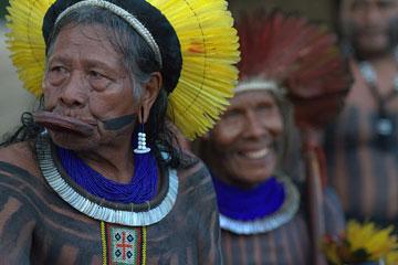 El jefe Raoni de los Kayapoi ha pasado 30 años luchando por el Río Xingú. Foto cortesía de Amazon Watch.