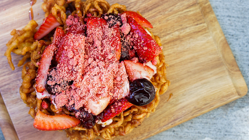 "Lots-o'-Straw-""Bear""-y Funnel Cake (Strawberry-cherry topping, strawberry butter and streusel, with spiced syrup drizzle) – Hungry Bear Restaurant, Disneyland park"
