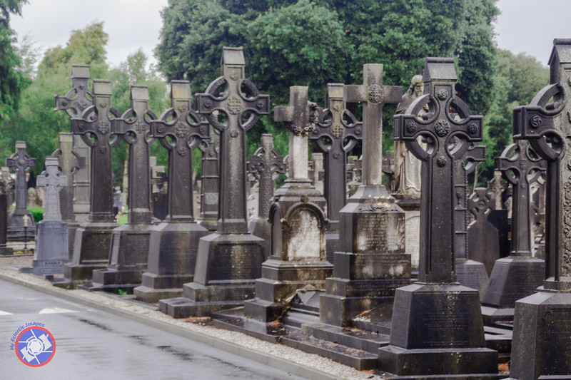 Gravestones in the Glasnevin Cemetery (©simon@myeclecticimages.com)