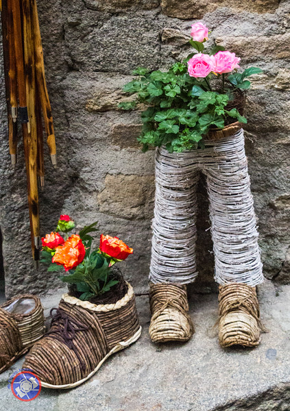 Novel Flower Planters Found in La Alberca (©simon@myeclecticimages.com)