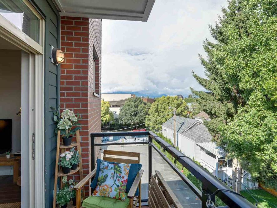 """Photo 20: 309 707 E 20TH Avenue in Vancouver: Fraser VE Condo for sale in """"BLOSSOM"""" (Vancouver East)  : MLS®# R2404449"""