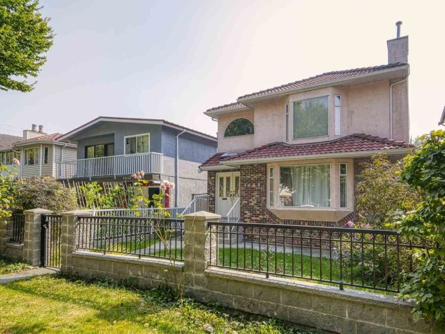 Main Photo: 3608 NAPIER Street in Vancouver: Renfrew VE House for sale (Vancouver East)  : MLS®# R2498408