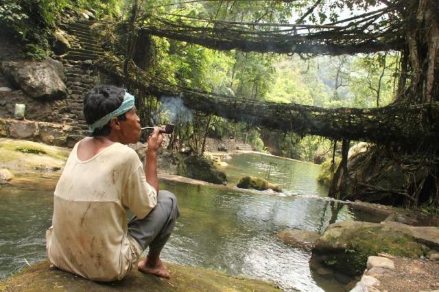 https://i2.wp.com/photos.pouryourheart.com/wp-content/uploads/2018/12/19732ad8e8c632c2ba_Living_root_bridges_Nongriat_village_Meghalaya.jpg.CROP_.article920-large.jpg?w=640