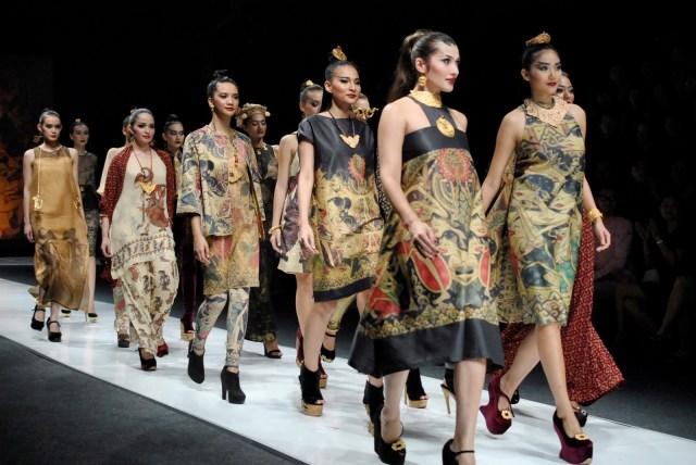 https://i2.wp.com/photos.pouryourheart.com/wp-content/uploads/2018/12/Dewi-Fashion-Knights-Runway-Show-Jakarta-Fashion-Week_0250.jpg?w=640